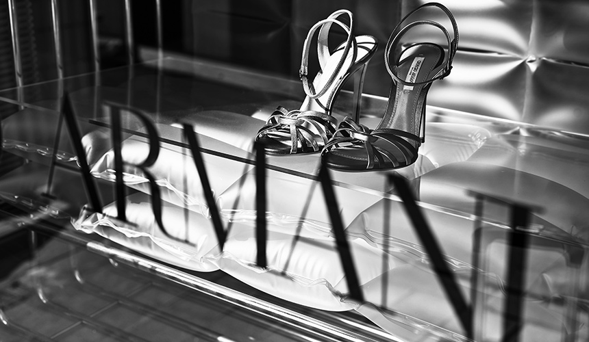 shop window armani
